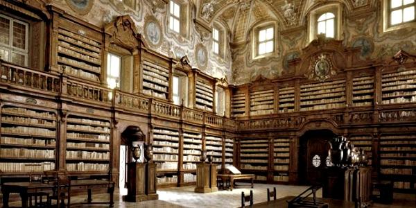 Bibliotheque  Rue De L H Ef Bf Bdtel De Ville Beaufort En Anjou